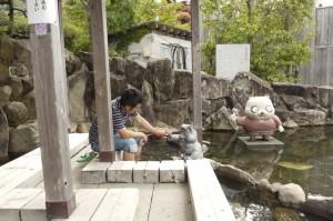 つかちゃん_1008_洲本温泉足湯2