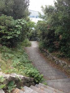 下へ下へと誘う階段
